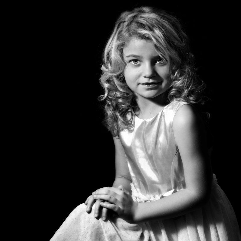 focus on the soul; zwart wit portret; zwart wit foto; intens beeld; Yousuf Karsh; fotostudio zwart wit; all black