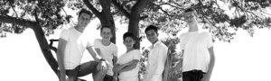 gezinsfoto; gezins fotoshoot; familie foto; familie fotoshoot op locatie ; fotoshoot op locatie; zwart wit portret; fotostudio ; fotograaf; fotograaf soest; fotograaf utrecht; portret fotografie; kinder portret; familie portret; gezinsfoto; familiefoto